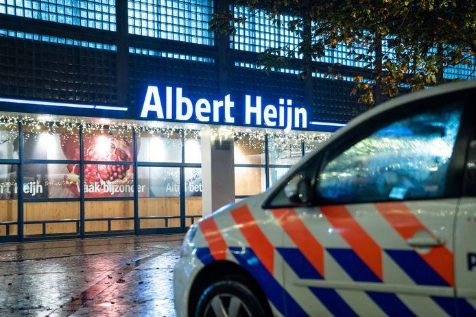 De explosieven opruimingsdienst deed onderzoek naar aanleiding van een bommelding bij de Albert Heijn supermarkt in winkelcentrum de Loper in Vlaardingen. Er is geen explosief gevonden.