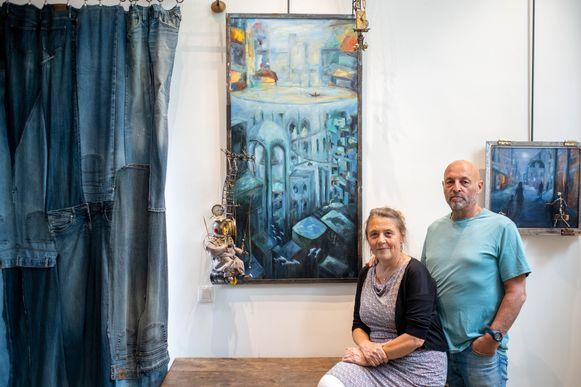 Frank Leemans en Evelien stellen hun werken tentoon in hun huis in Bonheiden. Hier zie je 'De duiker', een werk dat bulkt van de verwijzingen naar Jelle, de zoon van Frank die vermoord werd.