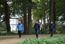 Tonnie Burgers, Marcel Lap, Hellen Hoffmans Jansen en Henk Dukkerhof (v.l.n.r) wandelen het Babborgapad.