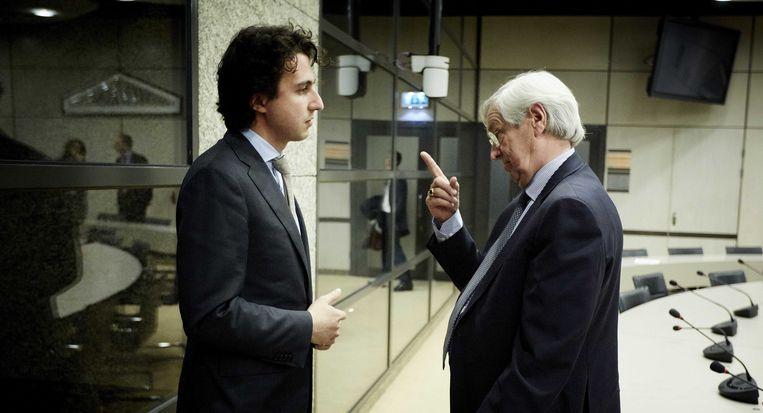 Jesse Klaver in gesprek met president-commissaris Rik van Slingelandt van ABN Amro. Deze foto met het opgeheven vingertje van Van Slingelandt haalde alle nieuwsrubrieken. Beeld anp