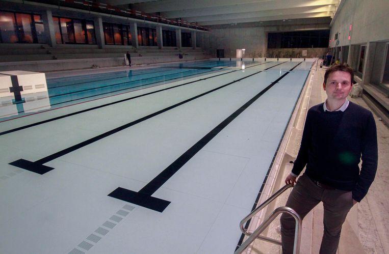 Schepen van Sport Arne Vandendriessche (Team Burgemeester) bij het wedstrijdbad.