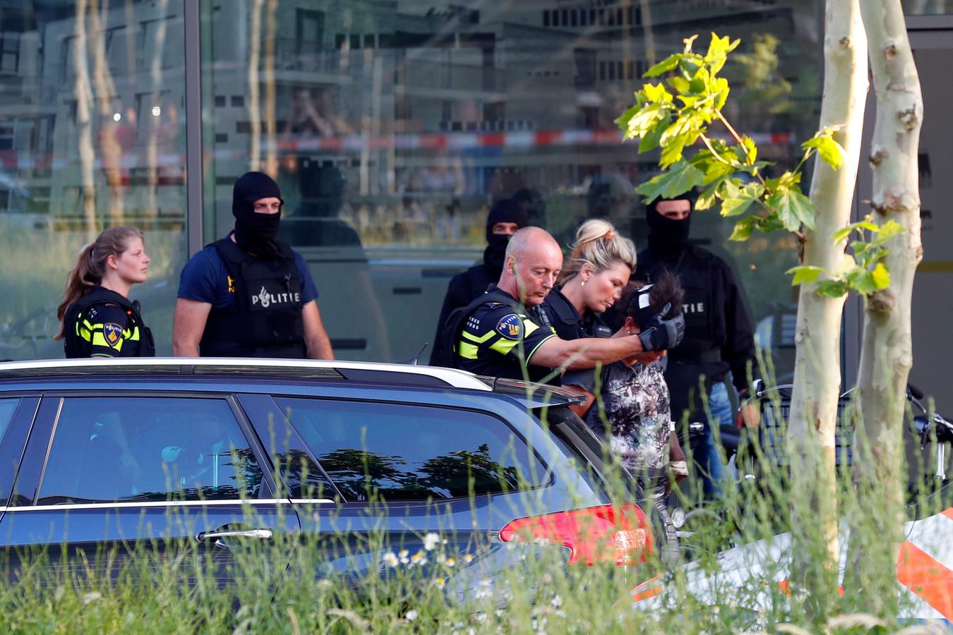 Het arrestatieteam heeft zojuist een einde gemaakte aan een dreigende situatie op de Torenallee in het Eindhovense stadsdeel Strijp.
