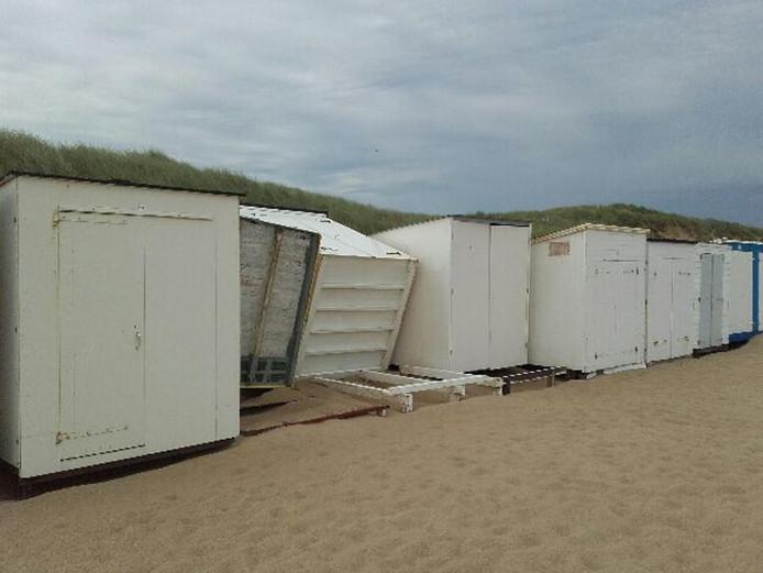 Beschadigde strandcabines