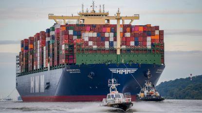 Vier voetbalvelden lang: grootste containerschip ter wereld op weg naar Antwerpen