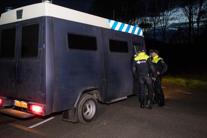 2017-10-11 19:29:53 ZEEWOLDE - De politie zoekt naar de vermiste Anne Faber in de buurt van een golfterrein in Zeewolde. De Utrechtse wordt al ruim anderhalve week vermist. ANP SEM VAN DER WAL