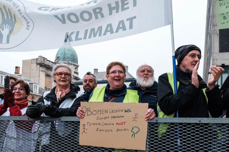 Ook grootouders voor het klimaat namen deel aan de mars in het bijzijn van Mieke Vogels.