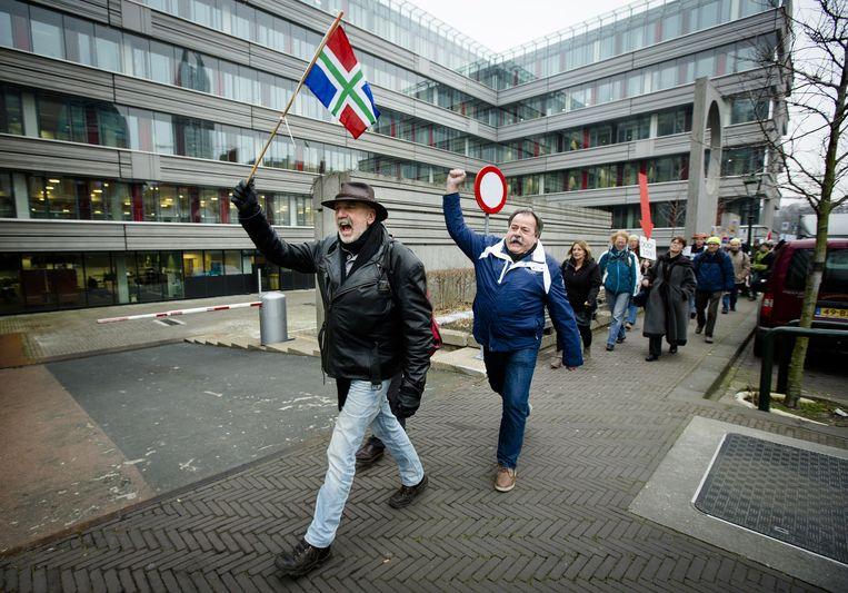 Op het Plein in Den Haag kwamen vorige week tientallen mensen samen voor een ludieke actie tegen de gaswinning in Groningen. Beeld anp