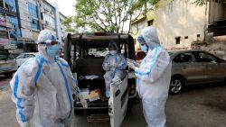 """Wereldwijd meer dan 11 miljoen coronabesmettingen, WHO-topman waarschuwt: """"Iedereen moet wakker worden, we moeten dit virus nu stoppen"""""""