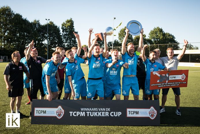 DETO won zaterdag de eerste TCPM Tukker Cup door in de finale met 7-1 te winnen van Twenthe Goor.