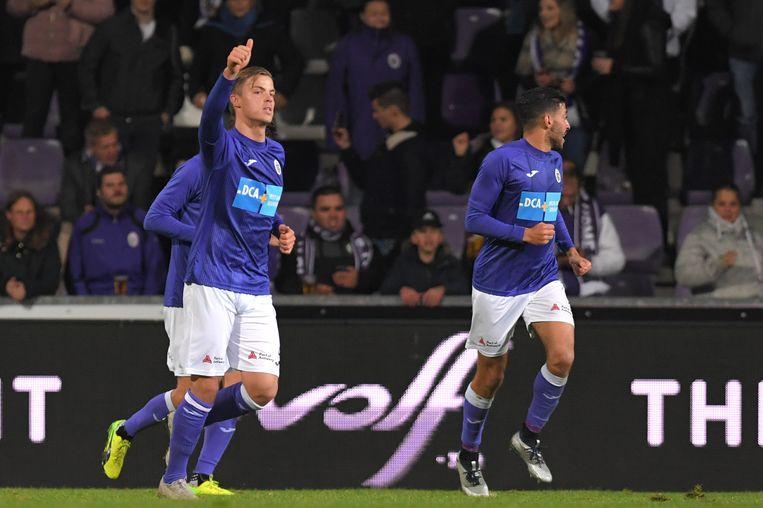 Jorn Van Camp viert na een doelpunt tegen Roeselare.