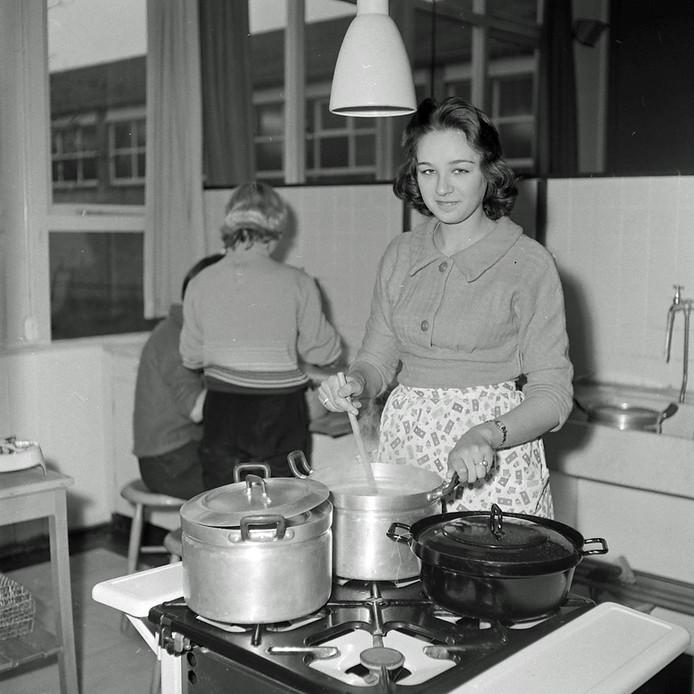 De levensschool of huishoudschool aan de Ekkerstraat in Eindhoven