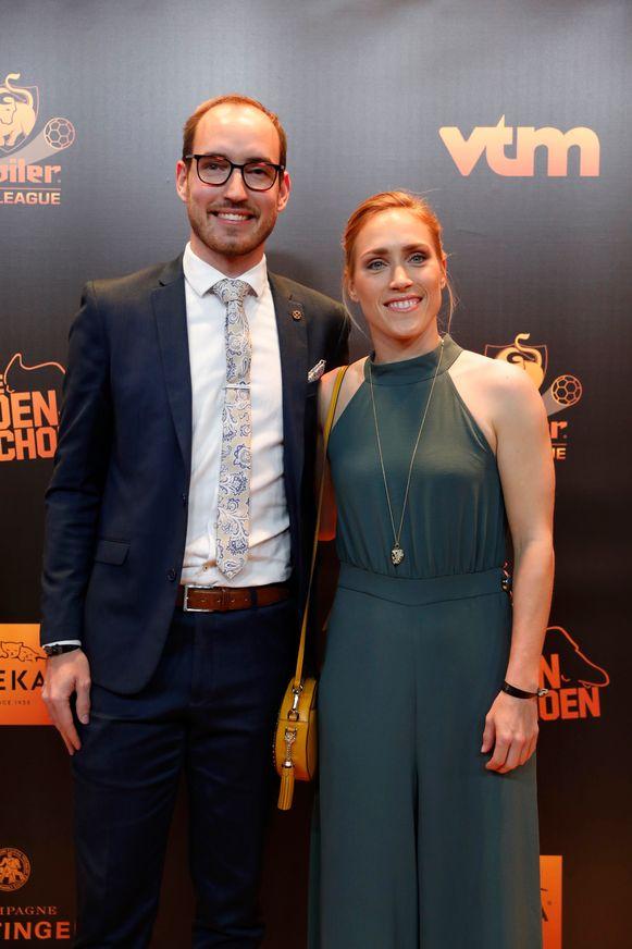 Janice Cayman, gewezen winnares van de Gouden Schoen bij de vrouwen, met haar broer.