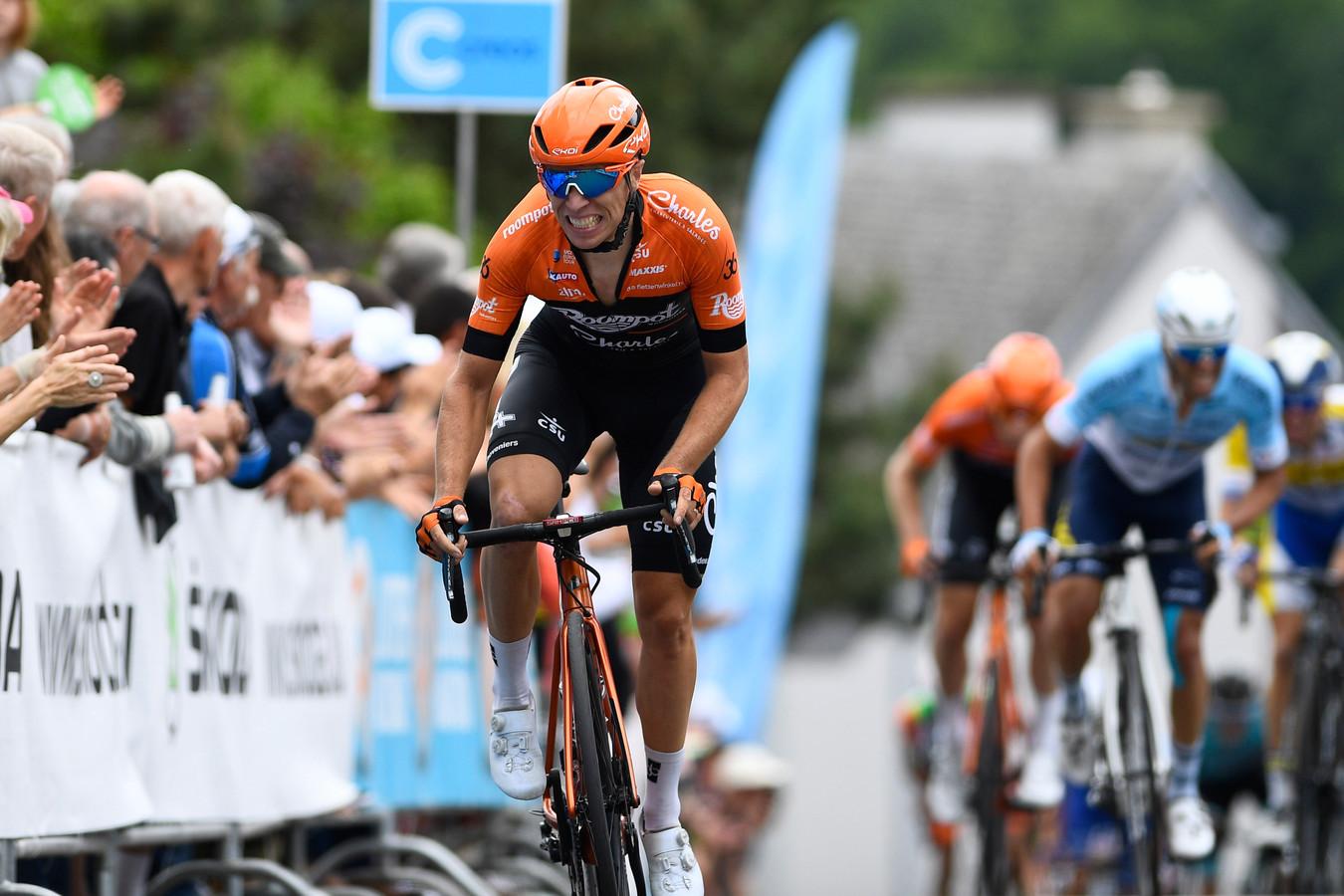 Maurits Lammertink ziet af tijdens de Tour de Luxembourg.