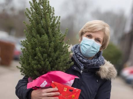 Sinterklaas is het land nog niet uit, maar er wordt nu al volop gesleept met kerstbomen