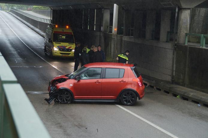 De auto raakte zwaarbeschadigd.