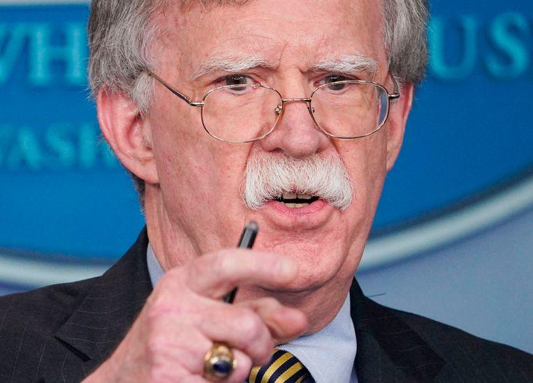 Trumps veiligheidsadviseur John Bolton drong al langer aan op de beëindiging van het akkoord. Bolton zou ook alle onderhandelingen over een verlenging van het New Start-verdrag over strategische raketten blokkeren.