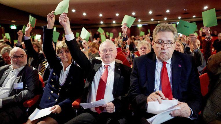 Martine Baay, Jan Nagel en Henk Krol tijdens de stemmingen bij de algemene ledenvergadering van 50Plus.  Beeld Anp