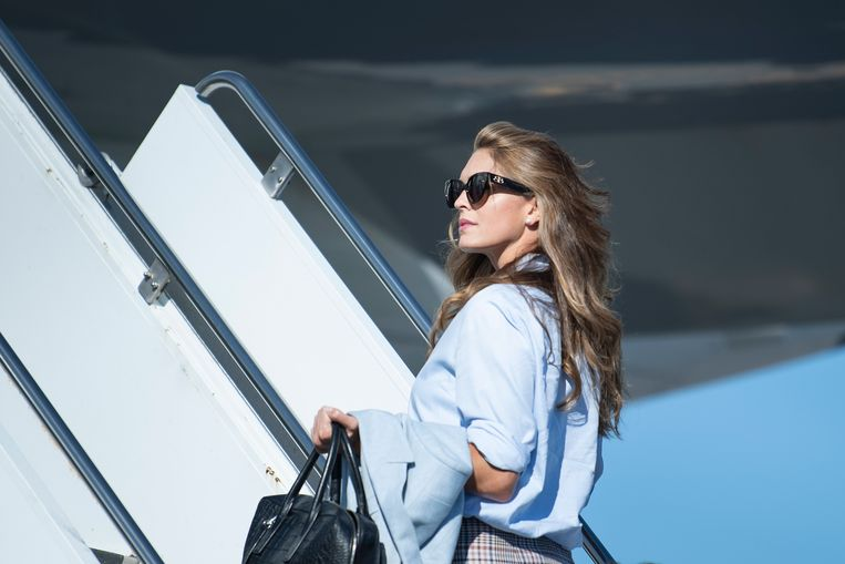 Hope Hicks gaat aan boord van Air Force One Beeld AFP