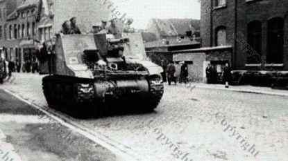 Bevrijdingscolonne met 70 pantservoertuigen herdenkt einde WOII