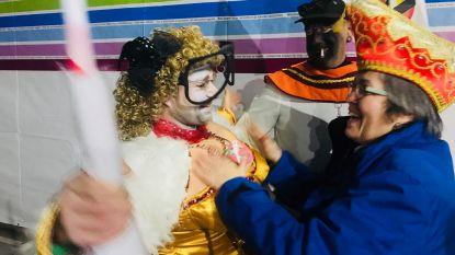 Filmpje: Straks start de prinsenverkiezing, de carnavalisten komen aan in de Flora
