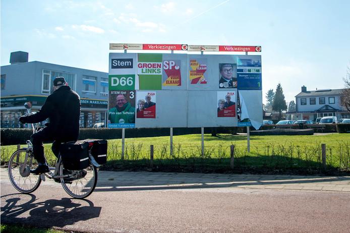 Een verkiezingsbord in Beuningen.