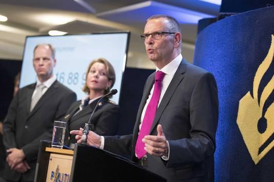 Jan Eland, hoofdofficier van justitie tijdens een persconferentie van het Openbaar Ministerie en de politie in Limburg over de doorbraak in het onderzoek naar de dood van de elfjarige Nicky Verstappen.
