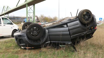 Gloednieuwe Range Rover gaat over de kop bij ongeval