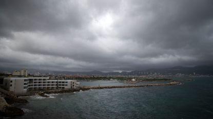 Al vijf doden door noodweer in Zuid-Frankrijk: helikopter met reddingswerkers stort neer