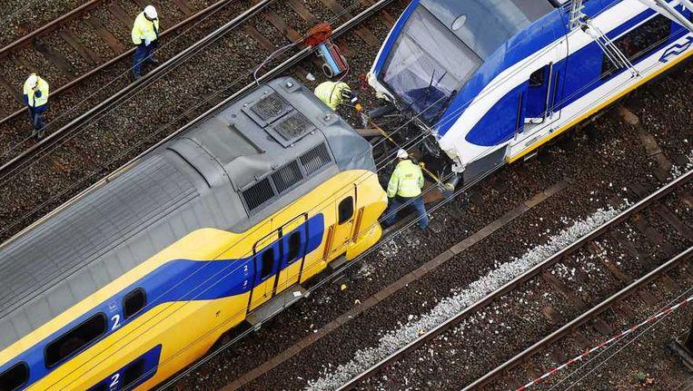 De schade wordt opgenomen na de treinbotsing op 21 april. Beeld anp