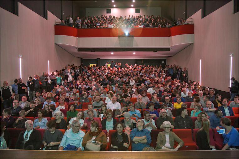 De Theaterzaal van CC Belgica liep tot de nok vol volk om het verkiezingsdebat te volgen.