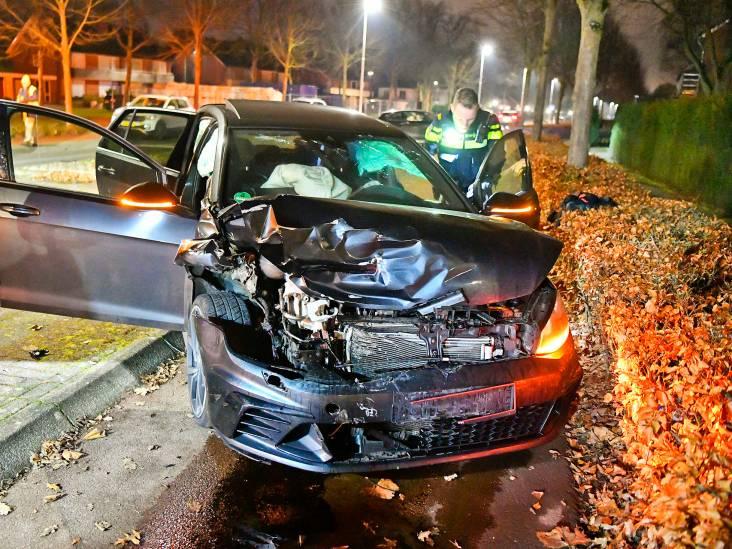 Jongeren met lachgas vluchten voor politie en botsen tijdens achtervolging bovenop andere auto in Waalre