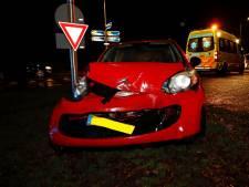 Bestuurder gewond bij aanrijding in Oploo