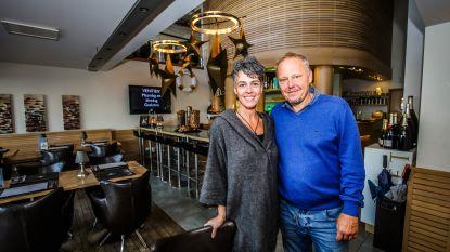 """Restaurant Au Vénitien viert 50 jaar op de Zeedijk van Blankenberge: """"Hard werken, maar de mooiste stiel"""""""