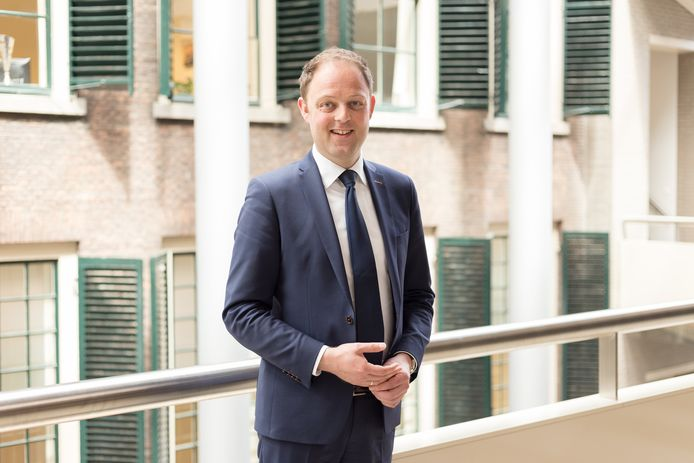 CDA-Kamerlid Harry van der Molen vindt dat zijn partijgenoot burgemeester Spies handhavend moet optreden tegen het moskeebestuur, dat een afspraak aan zijn laars lapt.