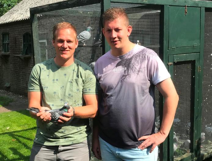 Herbert en Harald Kamerhuis (rechts) met hun supersnelle Caballero.