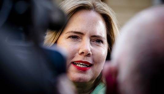 Minister Cora van Nieuwenhuizen van Infrastructuur en Waterstaat (VVD) bij aankomst op het Binnenhof.