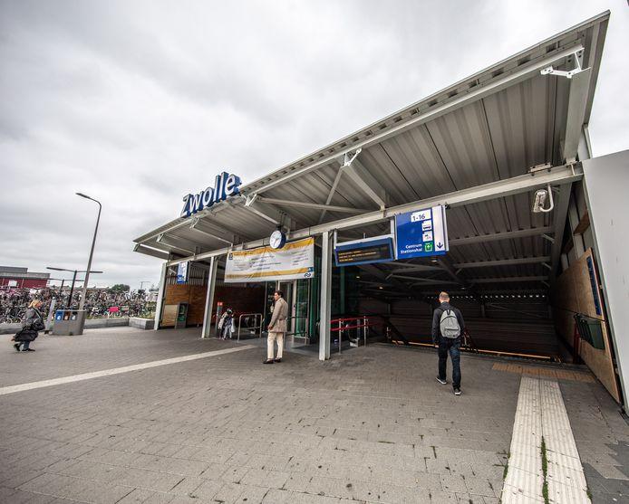 Reizigers op station Zwolle moeten dit weekend goed kijken of hun trein wel of niet gaat rijden. Er zijn namelijk werkzaamheden.