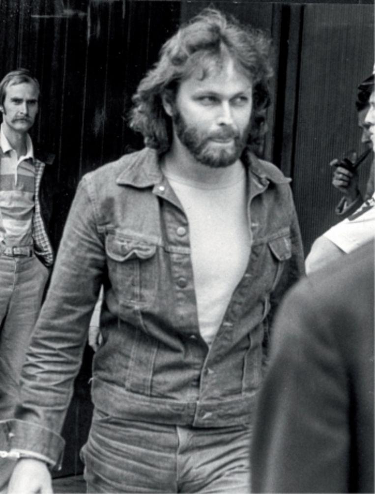 De Zweedse media waren dol op de charismatische looks van Clark Olofsson. Ze gaven hem de bijnaam 'Mister Nice Guy'.   Beeld