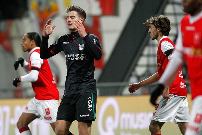 NEC-speler Sven Braken baalt na een gemiste kans tegen zijn oude club.