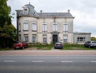 """Gemeente verkoopt oud-gemeentehuis Itegem: """"Heeft geen zin om het te laten verkommeren"""""""