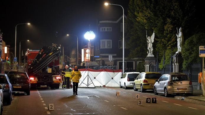 Hulpdiensten aan het werk waar de twee voetgangers werden geschept.