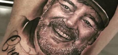 Keeper Sinaloa laat afbeelding van trainer tatoeëren