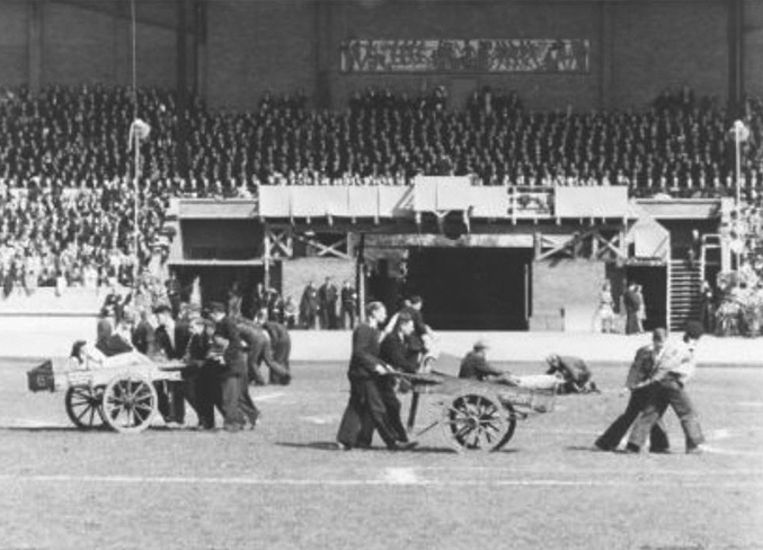 Op 31 augustus 1945 werden in Amsterdam de oorlog, bezetting en bevrijding nagespeeld. Beeld Wiel van der Randen