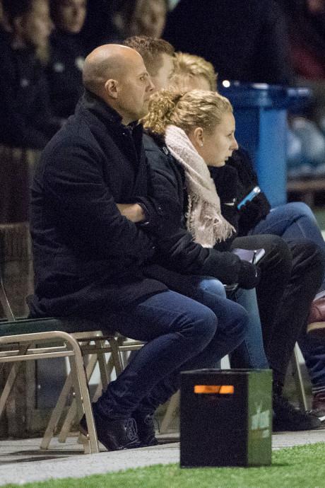 Coach De Pauw stapt op; crisisberaad bij vrouwen Achilles'29