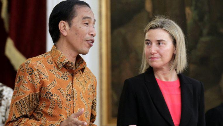 President Joko Widodo van Indonesië in gesprek met EU-buitenlandchef Federica Mogherini. Beeld EPA