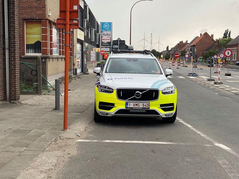 Milan kreeg hoog bezoek van een politieauto die zorgde voor begeleidende politiesirenes