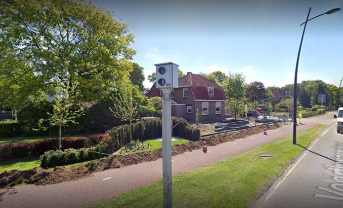De flitspaal aan de Voorthuizerstraat in Putten.