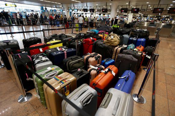Afgelopen zondag bleven vele koffers achter door een probleem met het bagagesysteem.