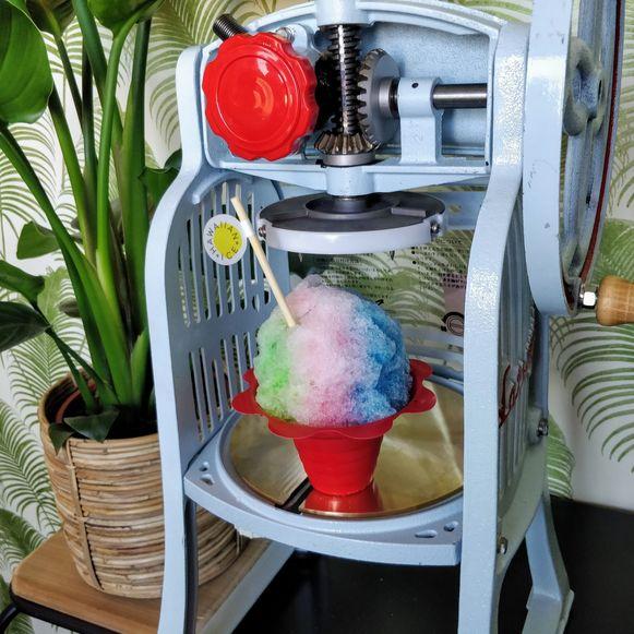 Een voorbeeld van een kleurrijk Hawaïaans ijsje.