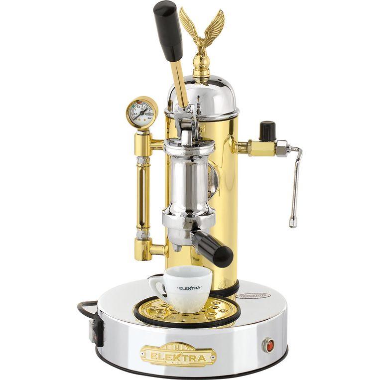 Sommige espressofielen beweren dat espresso bereiden met deze machine de beste manier is. De 'Microcasa a Leva' van Elektra weegt 10 kg. € 1.599. euroquick.nl Beeld Anke Leunissen